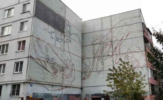Над муралом на улице Парковой работает граффити-райтер из Краснодара Анастасия Малиновская.