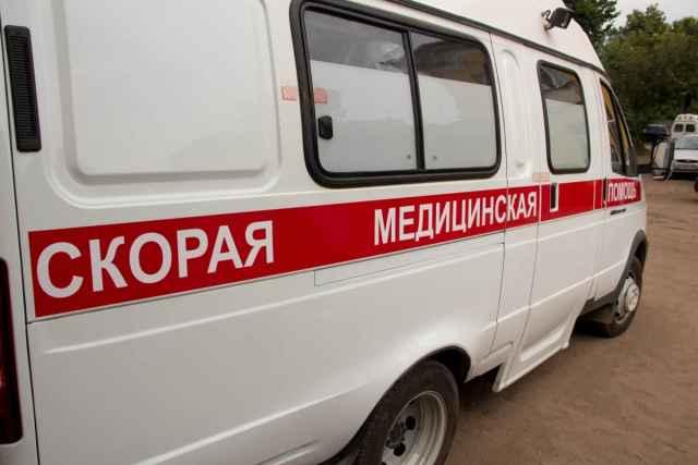 Мужчина с черепно-мозговой травмой и переломом рёбер доставлен в Новгородскую областную клиническую больницу.