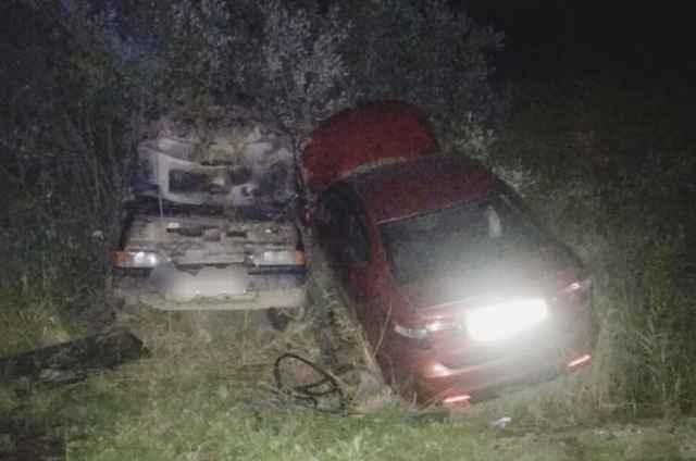Водителей обоих автомобилей госпитализировали.