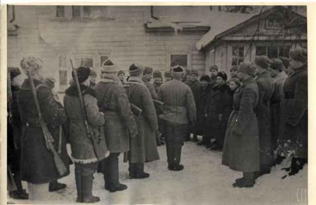 Встреча делегатов Партизанского обоза в Политуправлении Северо-западного фронта по партизанской борь