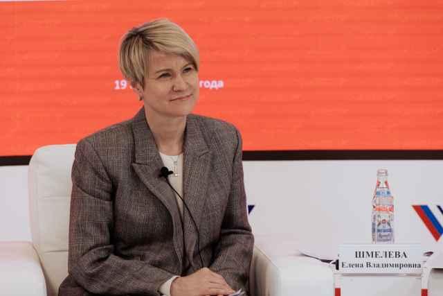 Елена Шмелёва отметила, что вопрос концентрации выпускников с высокими баллами по ЕГЭ в небольшом количестве вузов необходимо решать комплексно.