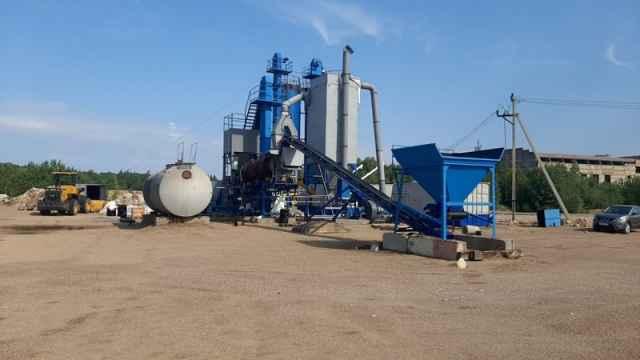 Минеральный порошок используется при производстве асфальтобетонной смеси и обеспечивает за её плотность.