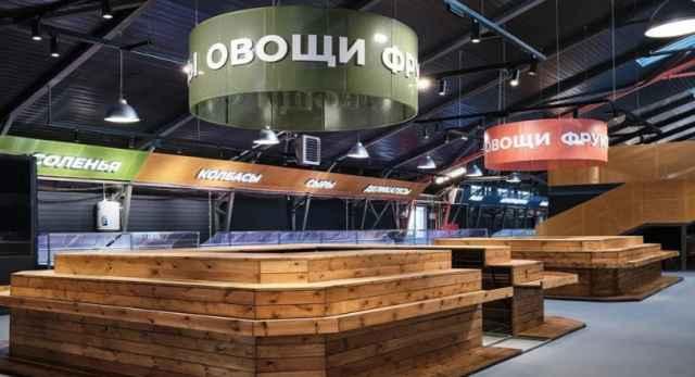 В здании рынка провели фасадные и внутренние работы, установили новое торговое оборудование и современные павильоны.