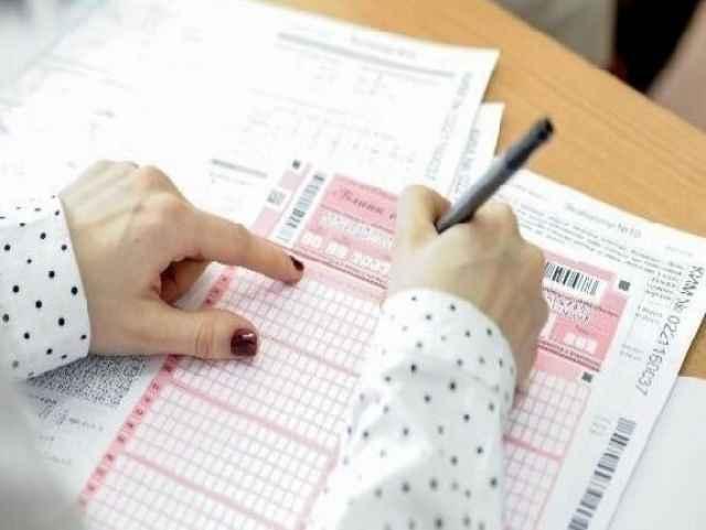 В Рособрнадзоре заявляют, что все изменения ЕГЭ будут отражены в демоверсиях экзаменов, и у ребят в течение этого учебного года будет возможность отработать и новые задания тоже.