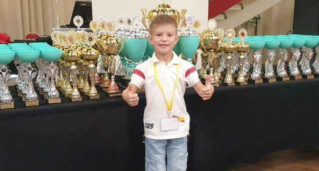 1 сентября Кирилл Рослов пошёл в первый класс.