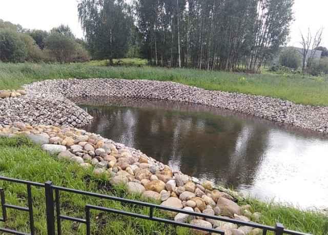 Биопруды состоят из системы двух прудов, которые находятся на разной высоте.