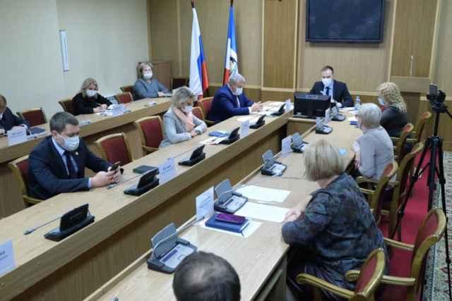 Сегодняшнее заседание оперштаба по борьбе с коронавирусом провёл заместитель губернатора Андрей Данилов.