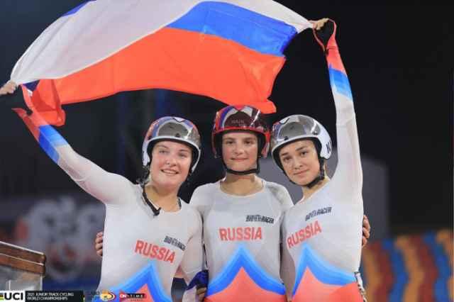 Первыми тренерами велосипедистов были Александр Большаков и Иван Харин.