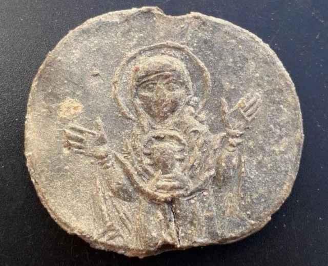 Печать владычного наместника, найденная на Флоровском раскопе, датируется XV веком.