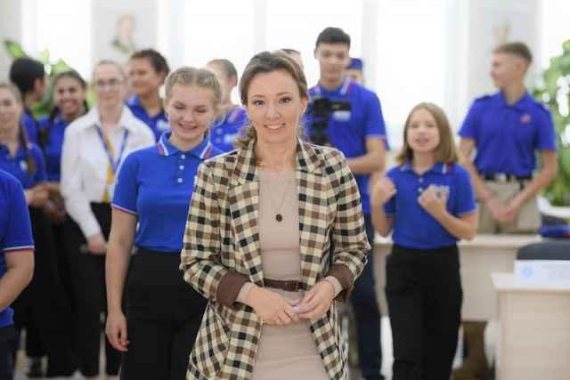 По инициативе Анны Кузнецовой в образовательную в программу российских школ включены календарные планы воспитательной работы.