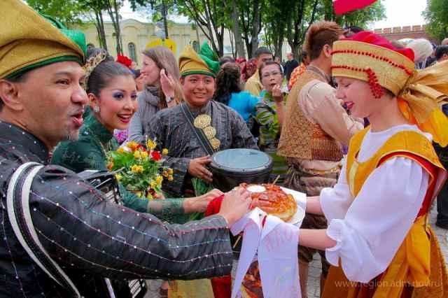 Участниками фестиваля стали фольклорные ансамбли, инструментальные, вокальные, хореографические коллективы.