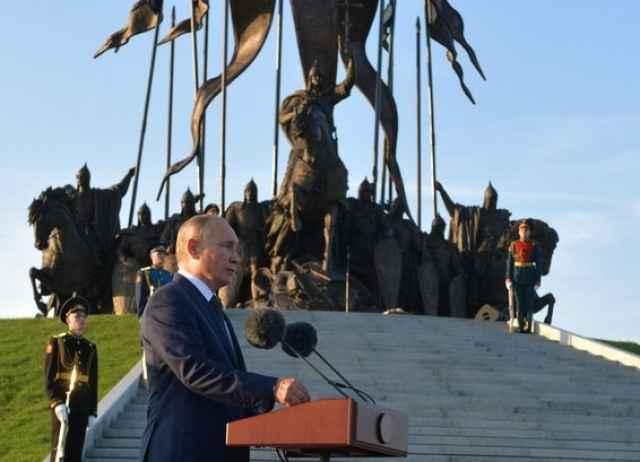 Строительство монумента в деревне Самолва на берегу Чудского озера приурочено к 800-летию со дня рождения Александра Невского.