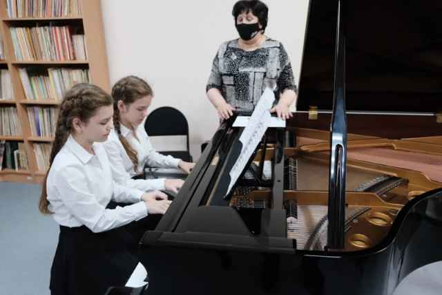 По нацпроекту «Культура» школе искусств купили рояль. Его стоимость более 2 млн рублей.