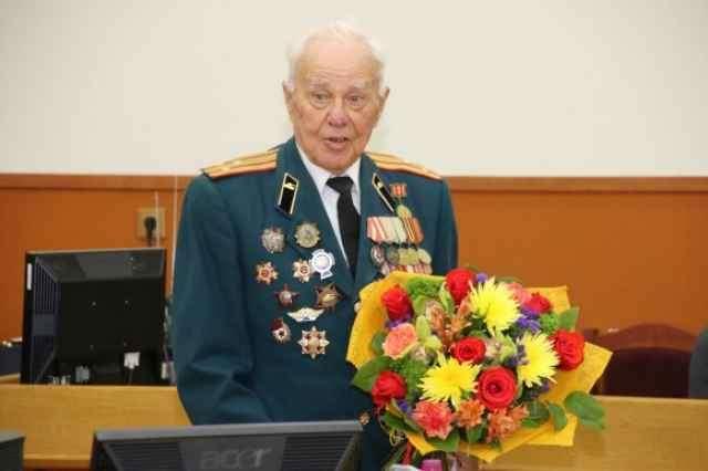 Командую танковой ротой ИС-2 Александр Попов участвовал в операции по взятию Берлина.