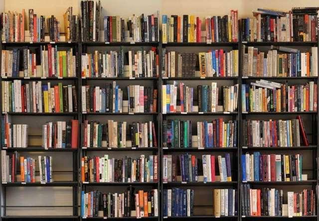 Прежде чем 2,5 млн рублей будут направлены в муниципалитеты на комплектование библиотек, нужно внести изменения в областной бюджет и принять на уровне региона порядок распределения денег.