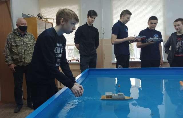 В этом году в Старорусском Центре детского творчества в мастерстве судомоделирования соревновались 30 ребят от 9 до 17 лет — из Великого Новгорода, Малой Вишеры и Старой Руссы.