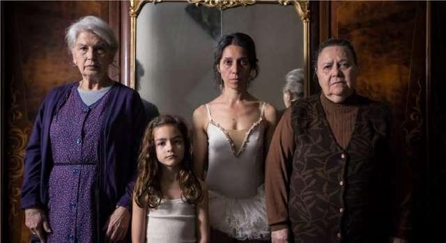 «Тайна сестёр Макалузо» – это своего рода история «Трёх сестер» Чехова, помещённая на Сицилию 1980 годов.