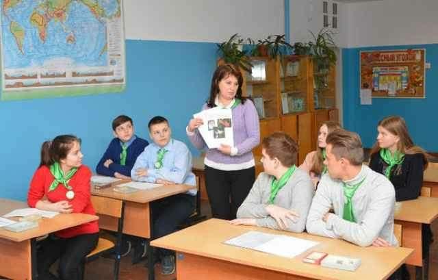 В этом учебном году основы растениеводства, животноводства, агробизнеса изучают уже в семи классах и одном клубе — в Новгородском, Чудовском, Батецком и Хвойнинском районах.