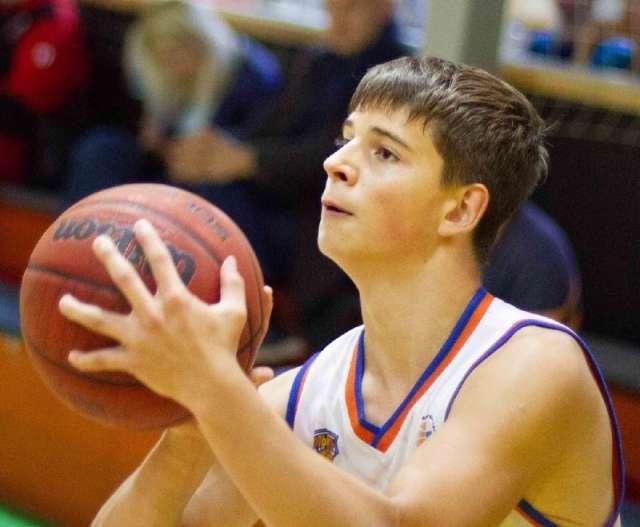Приз лучшего игрока новгородец Андрей Орлов получил дважды.