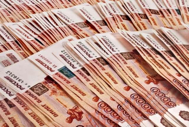 Больше всего мошенникам «подарил» житель Крестецкого района – более 2,5 млн рублей.