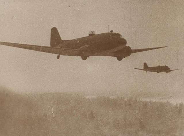 В начале октября 1941 года самолеты Московской авиагруппы особого назначения перебазировались на аэродромы у станций Хвойная и Кушавера.