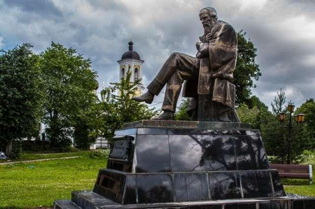 Интерактивные зоны праздника развернутся на Соборной площади, в сквере у памятника Достоевскому.