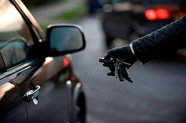 Возбуждено уголовное дело по части 1 статьи 166 УК РФ «Неправомерное завладение автомобилем или иным транспортным средством без цели хищения».
