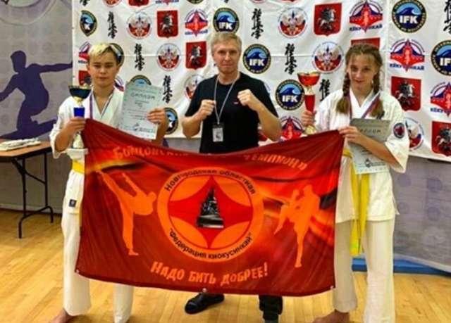 Маргарита Аникина и Илья Яковлев завоевали золотые медали в абсолютной категории среди спортсменов до 13 лет.