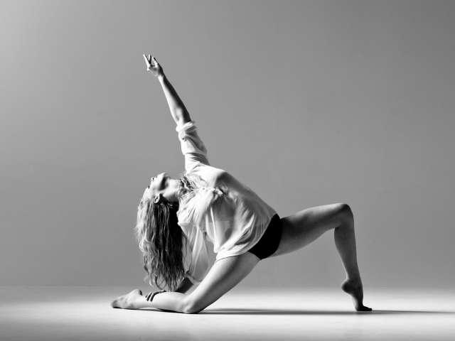Для новой программы были отобраны 18 номеров, демонстрирующих многообразие синтеза перформативных практик и современного танца.