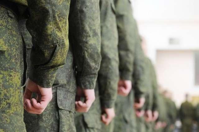 50 новгородских контрактников проходят в Луге тренировочные занятия 30 сентября, 1 и 2 октября.