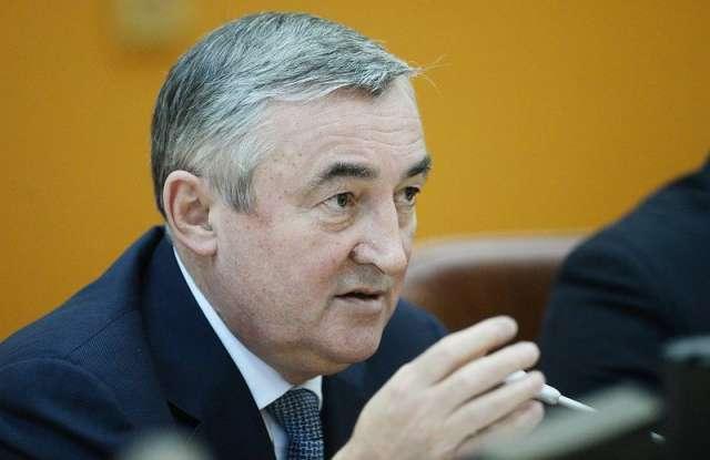 Депутат Государственной думы от Новгородской области Юрий Бобрышев получил мандат в областной думе.