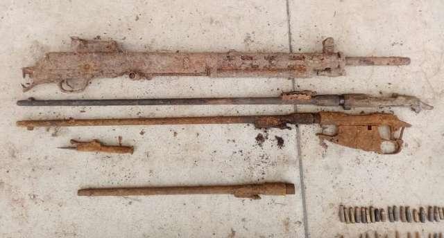 По словам новгородца, он занимался поиском и коллекционированием оружия и боеприпасов на местах сражений времён Великой Отечественной войны.
