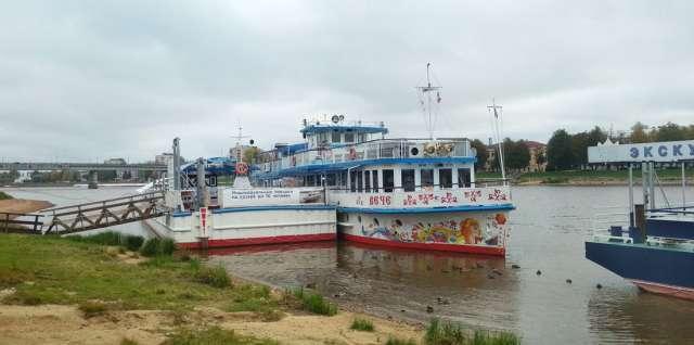 В этом году услугами прогулочных теплоходов в Великом Новгороде воспользовались около 18 тысяч пассажиров.