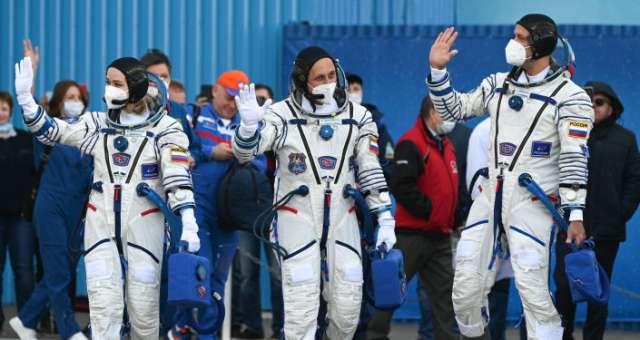 Российские космонавты на МКС будут помогать киноэкипажу в съёмках фильма.