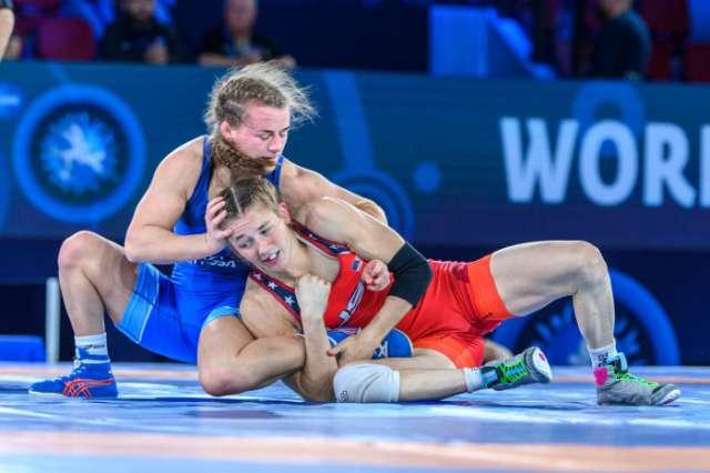 Надежда Соколова тренируется в спортшколе олимпийского резерва №4 под руководством Олега Маркова.