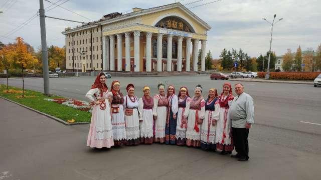 Единственными лауреатами в номинации «Фольклорный коллектив» были признаны исполнители из Чечулина под руководством Елены Каменевой.