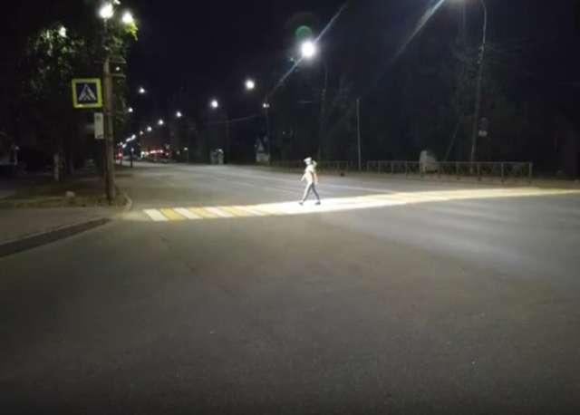Великий Новгород представил на конкурс практику «Умный пешеходный переход», которая должна привести к снижению количества ДТП на нерегулируемых пешеходных переходах