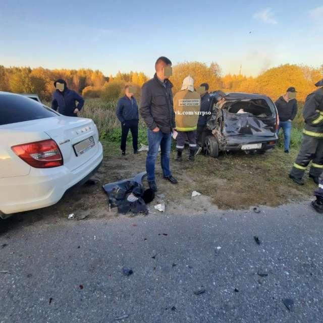 . Пассажира «Лады» с травмой головы доставили в больницу. Водитель «Шевроле» не пострадал.