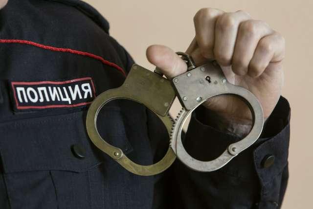 В настоящее время в отношении обвиняемого избрана мера пресечения в виде заключения под стражу