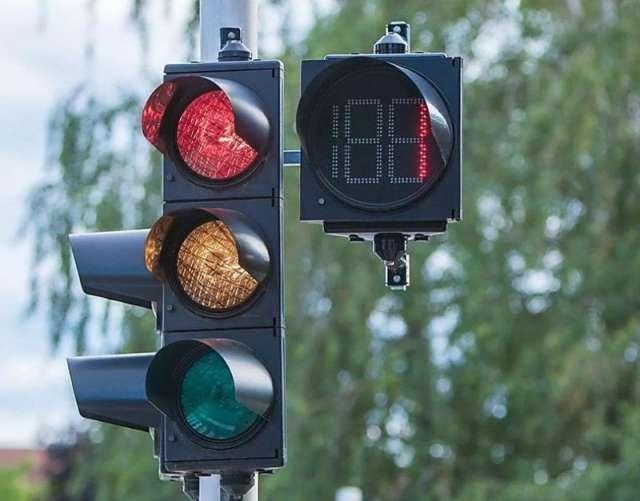 Светофор установят на съезде с трассы Р-56 в сторону деревни Нехино.