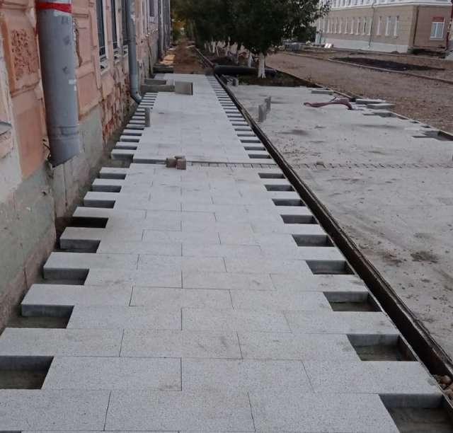 Реконструкцией Ильиной улицы занимается новгородская компания «СМУ-57».