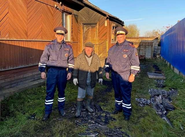 Первыми на месте происшествия оказались сотрудники ДПС - старший лейтенант полиции Роман Дмитриев и лейтенант полиции Алексей Аксенов