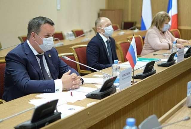 Министр архитектуры и строительства Беларуси Руслан Пархамович поблагодарил Андрея Никитина за приглашение в Великий Новгород