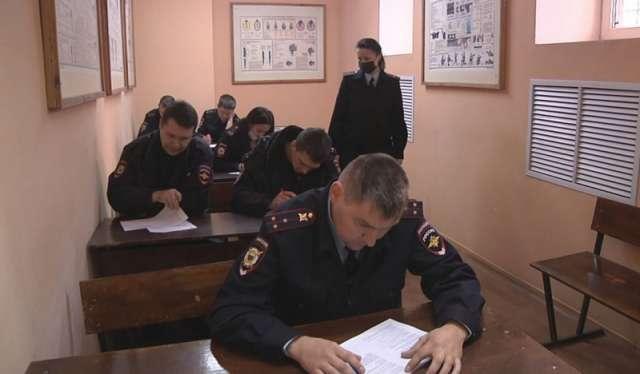 Участники конкурса сдавали зачёты по физической, огневой и служебной подготовке.