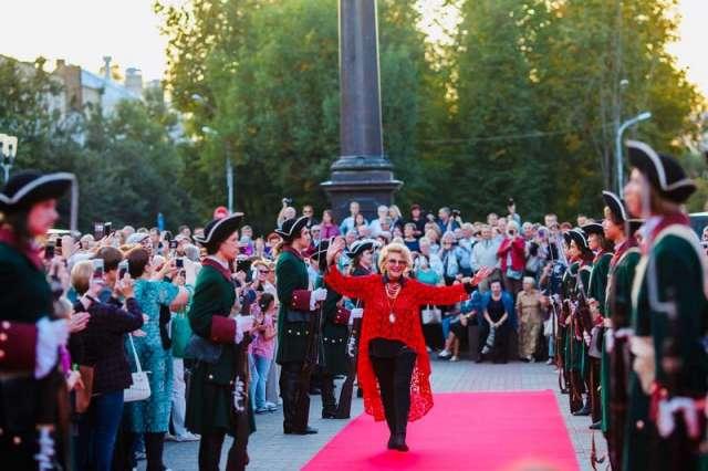 Фестиваль откроет его президент Народная артистка России Светлана Дружинина.