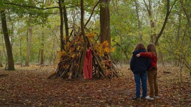 Сьямма создает камерное кино в жанре магического реализма, в котором мама с дочерью находят потерянный контакт
