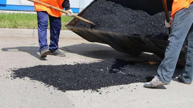 В обязанности подрядчика будет входить ямочный ремонт дорог.
