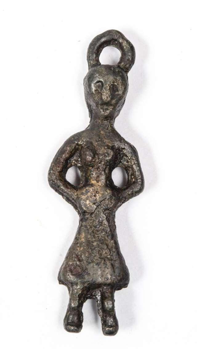 Новгородский музей-заповедник представляет на выставке более восьмидесяти предметов X – XV веков из своей археологической коллекции.