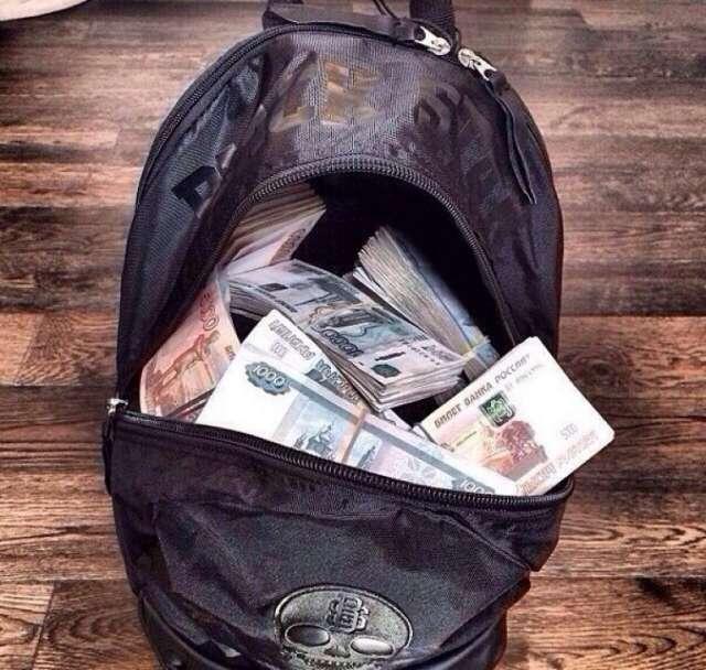 В Боровичском районе женщина украла 500 тысяч рублей, чтобы погасить кредиты